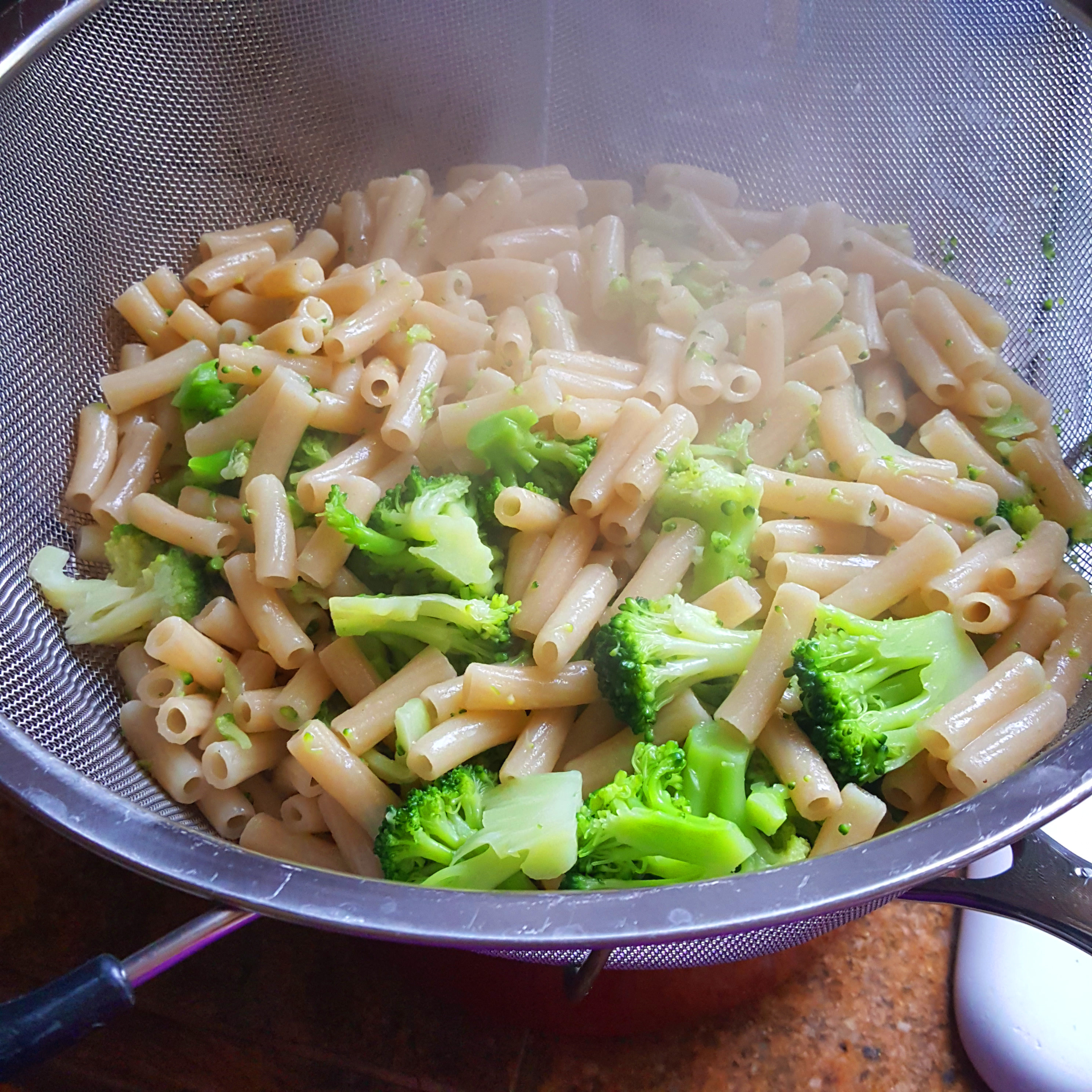 Pasta Broccoli in Colinder